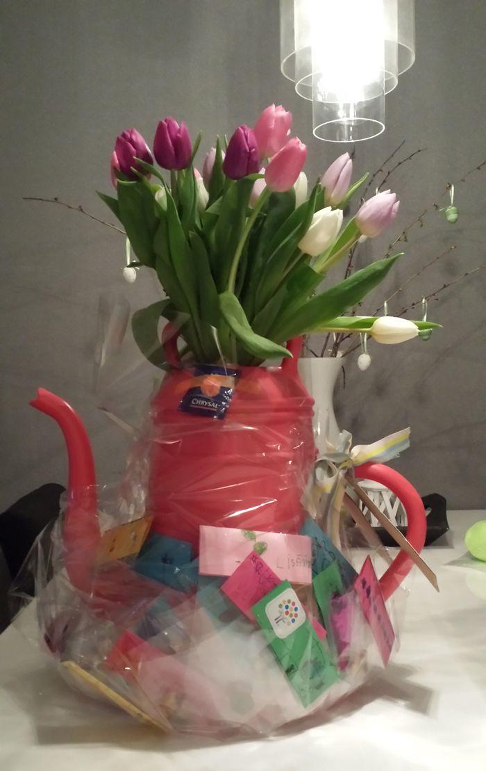 Fabulous Kado voor de juf, met bij de gieter van elk kind een bloembolletje  RH27