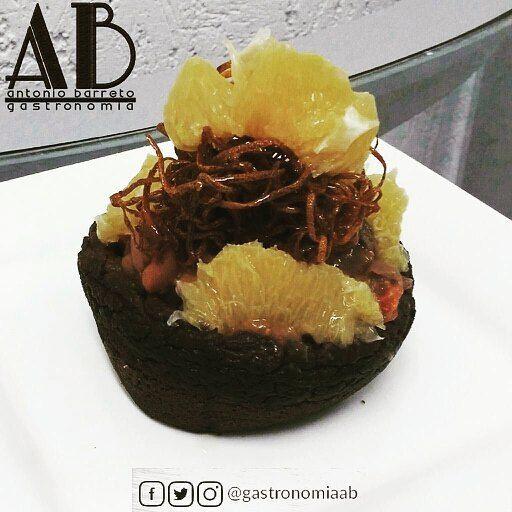 A la hora de almorzar @gastronomiaab tiene propuestas gourmet de alta cocina.  Lafeijoada('frijolada' en español) es uno de los platos típicos de lacocina brasileña(considerado comoplato nacional) yPortugal.  Sus ingredientes básicos son losfrijoles(suelen ser negros enBrasil blancos o rojos enPortugal) y la carne de puerco ensalazón. Se presenta generalmente acompañada dearrozynaranjas. En casi todo el territorio brasileño suele espolvorearse con harina de mandioca (yuca) y en muchas partes…