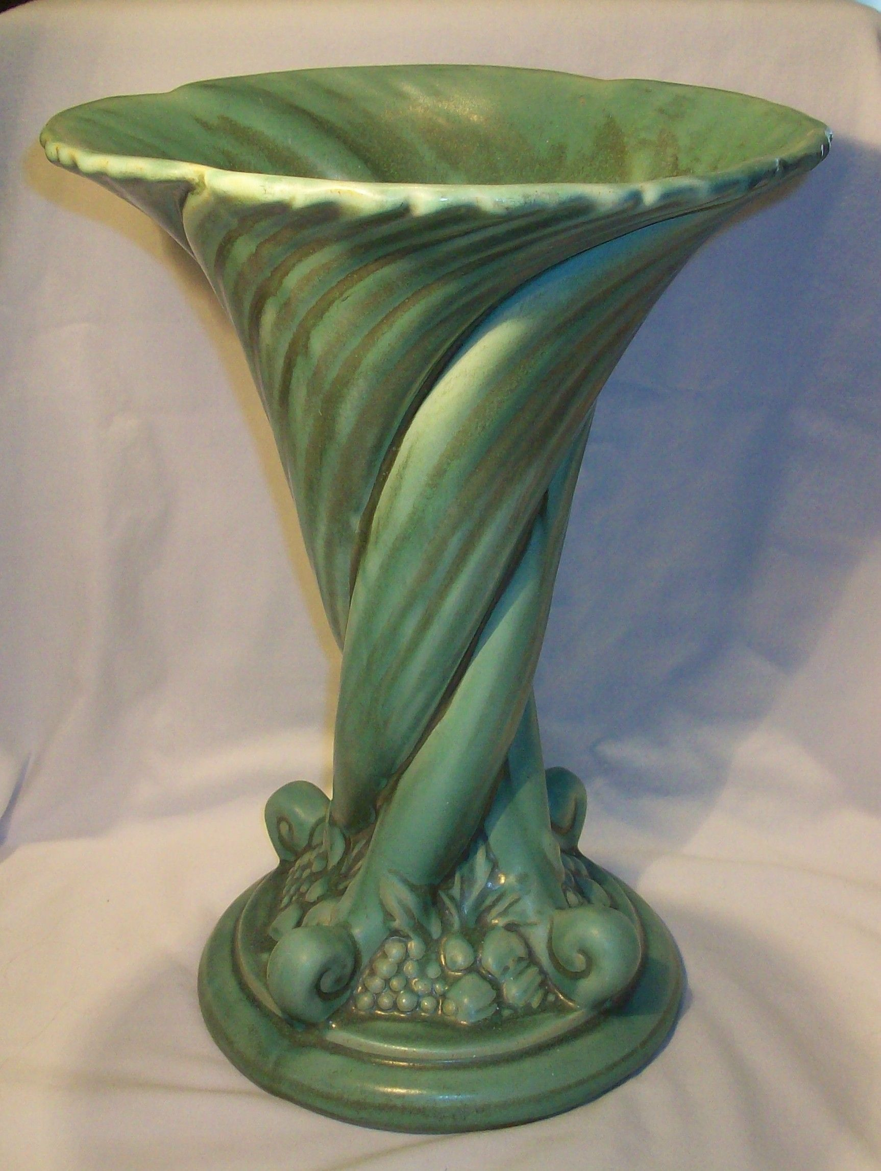 1930s camark pottery large cornucopia vase potterymark 1930s camark pottery large cornucopia vase reviewsmspy