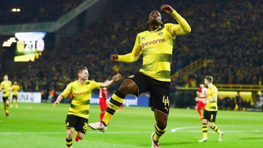 Spektakulare Schlussphase Batshuayi Schiesst Dortmund Zum Sieg Gegen Frankfurt Spiegel Online Sport Borussia Dortmund Dortmund Eintracht Frankfurt