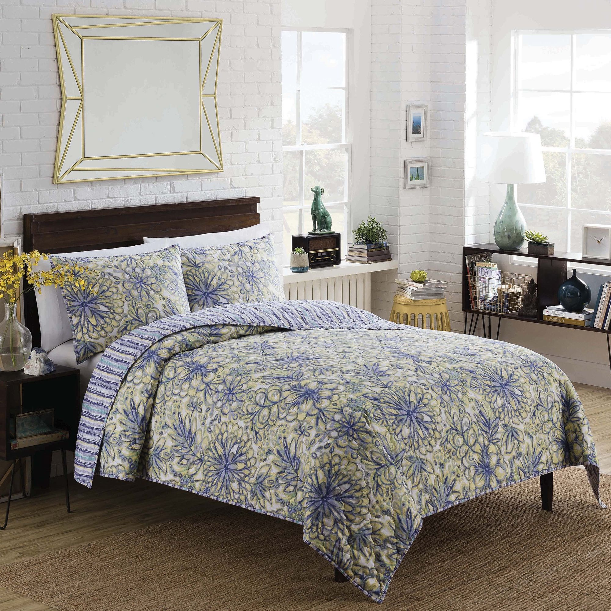 Vue Shaylee Reversible -Piece Quilt Set
