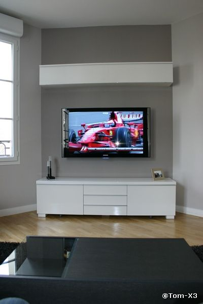 tv accroch e au mur et c bles dans le mur d co mur. Black Bedroom Furniture Sets. Home Design Ideas
