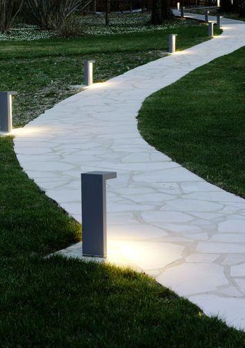 Bolardo de iluminaci n de jard n moderno de metal for Iluminacion exterior jardin