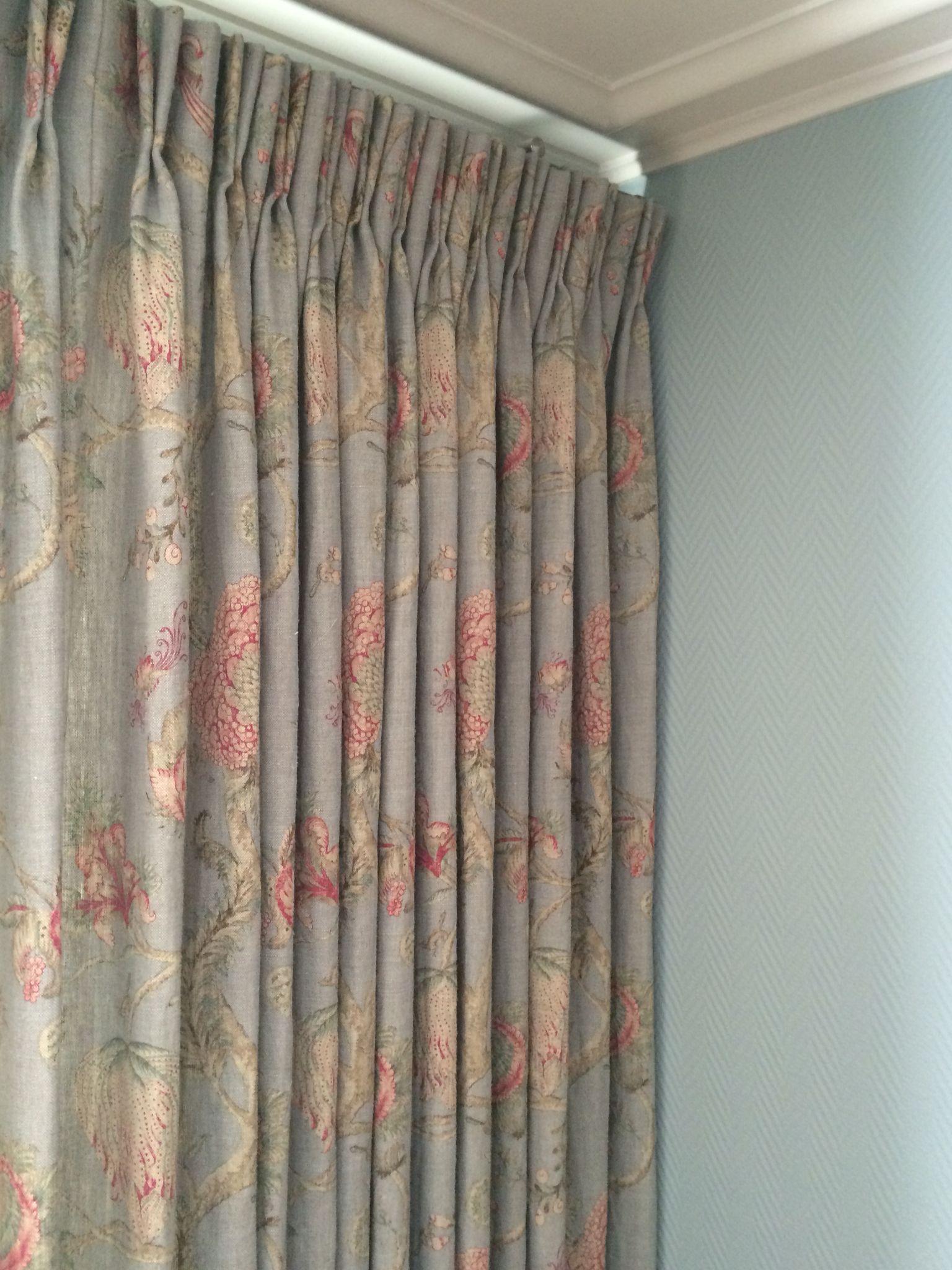 Gebloemde stof voor deze gordijnen ! | Interiors- realisations Domus ...