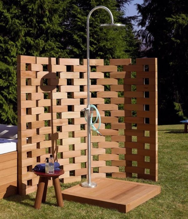attraktives design gartendusche aus holz au enduschen gartendusche solardusche garten und. Black Bedroom Furniture Sets. Home Design Ideas