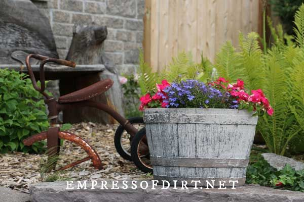 Photo of 22 Creative Wagon Planter Ideas + Whiskey Barrels and Wheels | Empress of Dirt