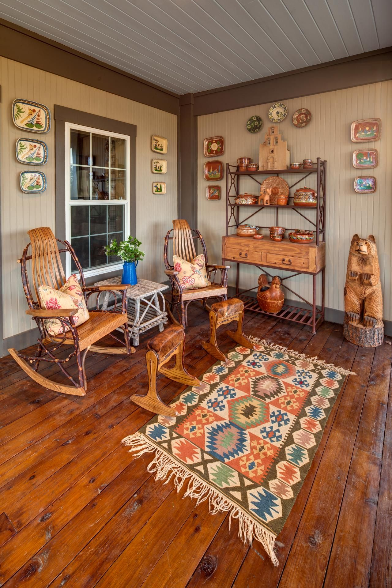 a bold tribal print rug steals the show in this homey outdoor