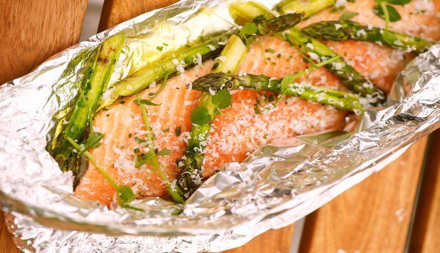 Sommerlig oppskrift på grillet laks og asparges. #middag #fisk #grill