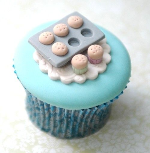 #Cute #Cupcake with Baking tray of mini cupcakes topper! How sweet? We totally love and had to share! Great #CakeDecorating!