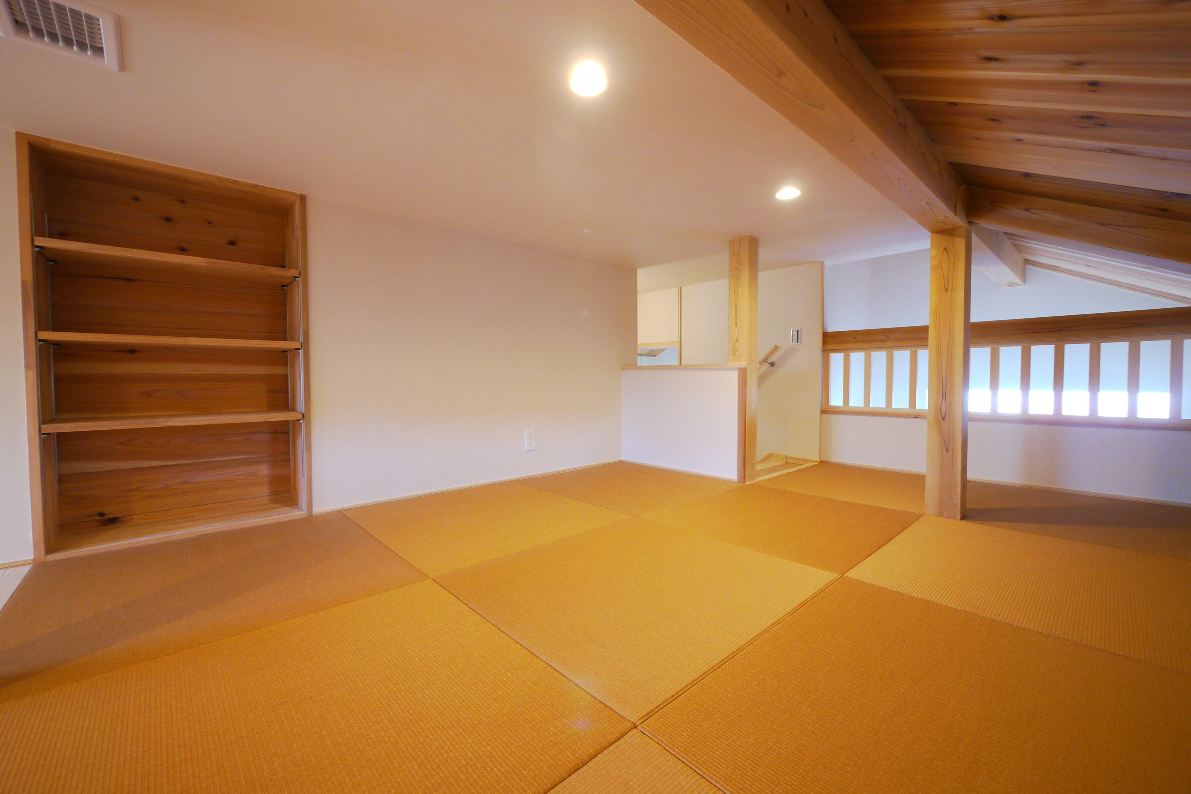 拘りの小屋裏収納 全館空調により夏場も蒸し暑くなく快適な空間です
