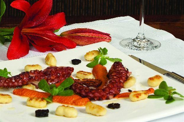 Pulpo A La Plancha Con Salsa Romescu Food Breakfast Waffles
