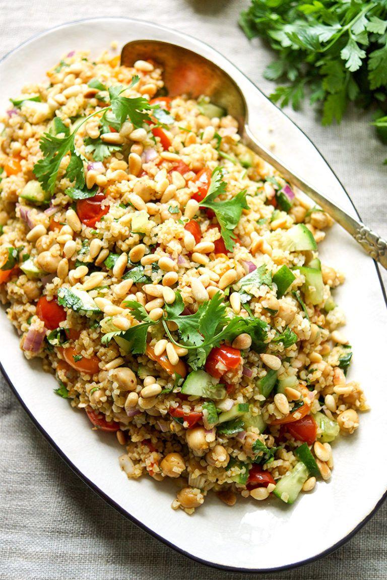 Orientalischer Bulgur-Salat mit gerösteten Tomaten und Kichererbsen