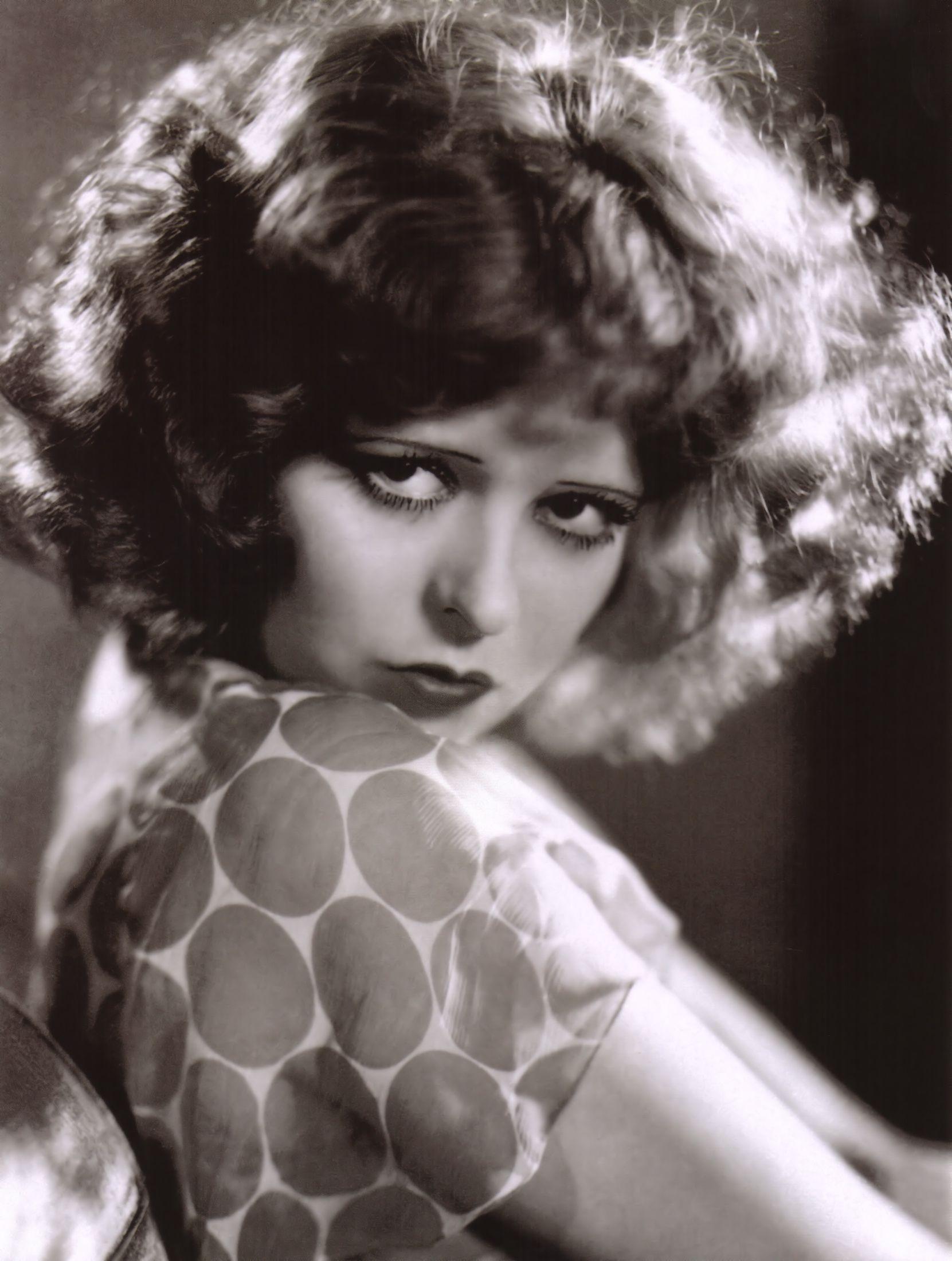 Clara Gordon Bow fue una actriz estadounidense, conocida por su trabajo en el cine mudo en los años 20