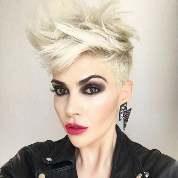 13x Platinum Blonde à Aaimer | Idées cheveux courts, Coupe de cheveux courte, Cheveux courts blancs