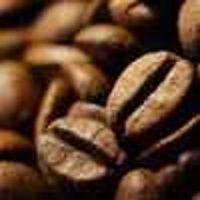Czy kawa odchudza ? Kofeina i kwas chlorogenowy to dwa ważne składniki, których obecność w filiżance kawy może wspomagać odchudzanie. Firmy farmaceutyczne zareagowały na doniesienia naukowców, wypuszczając na rynek preparaty typu suplementów diety, np. ekstrakty z zielonych (niepalonych). Suplementy z ekstraktem kawy czy zielonej herbaty mogą mieć dodatkowo korzystny wpływ na tak pożądaną utratę paru centymetrów w obwodzie.