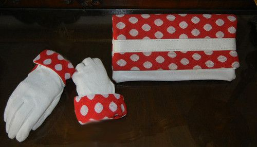VINTAGE RED & WHITE DOT MATCHING CLUTCH PURSE & GLOVE SET