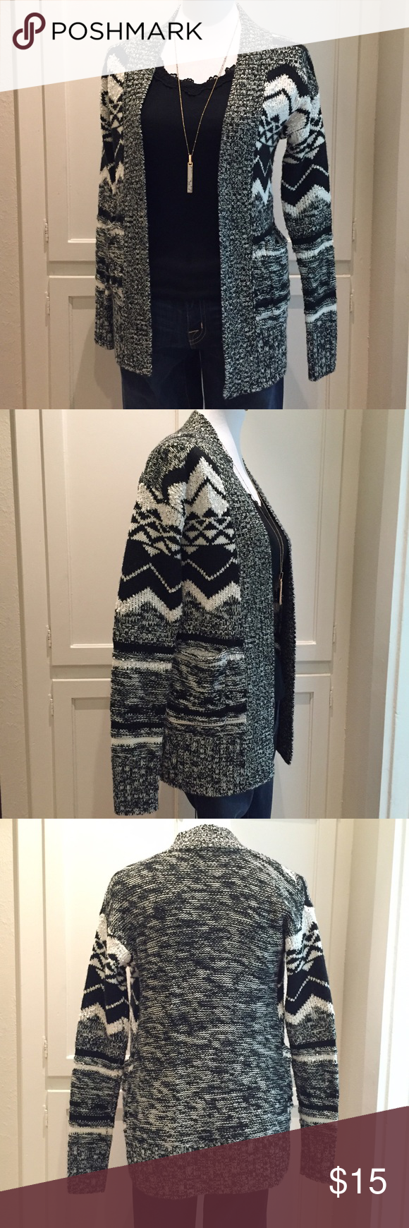 Mossimo Sweater Chunky knit sweater.  Open front.  Excellent condition. Mossimo Supply Co. Sweaters Cardigans
