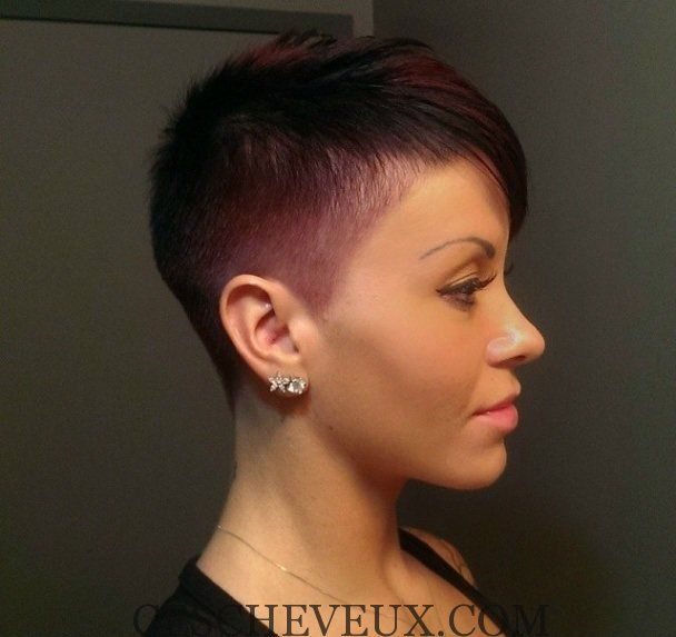 Femme cheveux ultra courts
