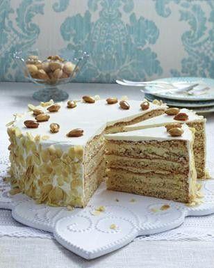 Buttercreme Torte Mit Gebrannten Mandeln Rezept In 2019 Rezepte