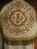 Antiques Dream - French collectibles : Antique Cope White Embroidered Metalics Gold. N°231