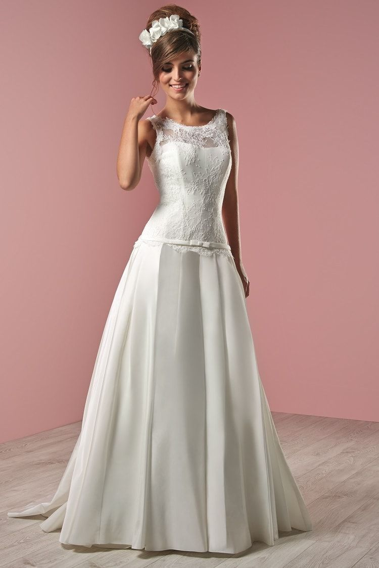 b8558f8414f Robe de mariée Lelegancia Future Mariée