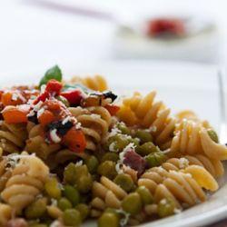 Fusilli integrali con piselli e peperoni #italianfood  #recipes #pasta