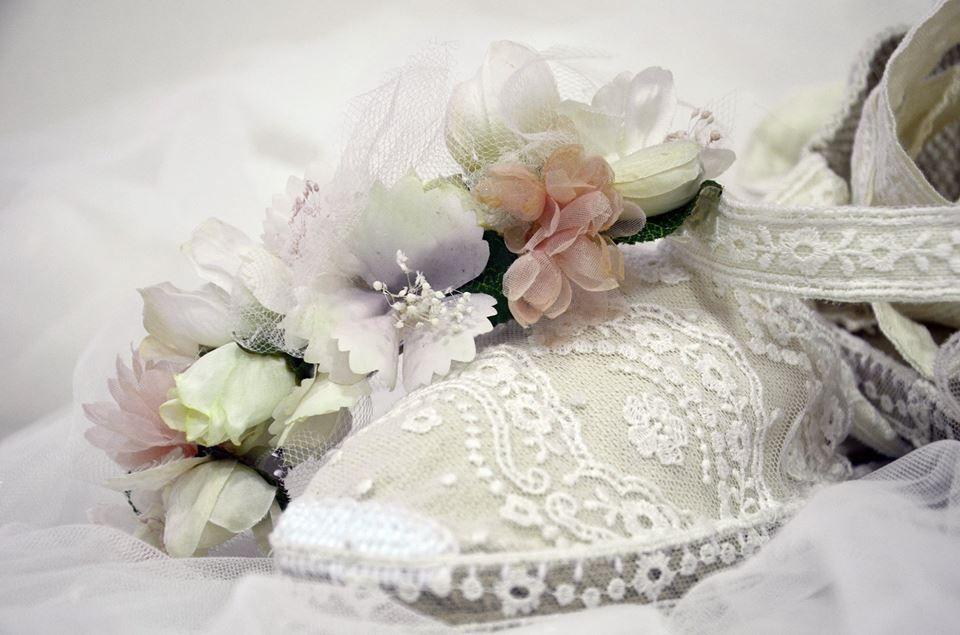 #Zapatos de esparto especiales: forrados con #tul bordado.  . .  #shoes