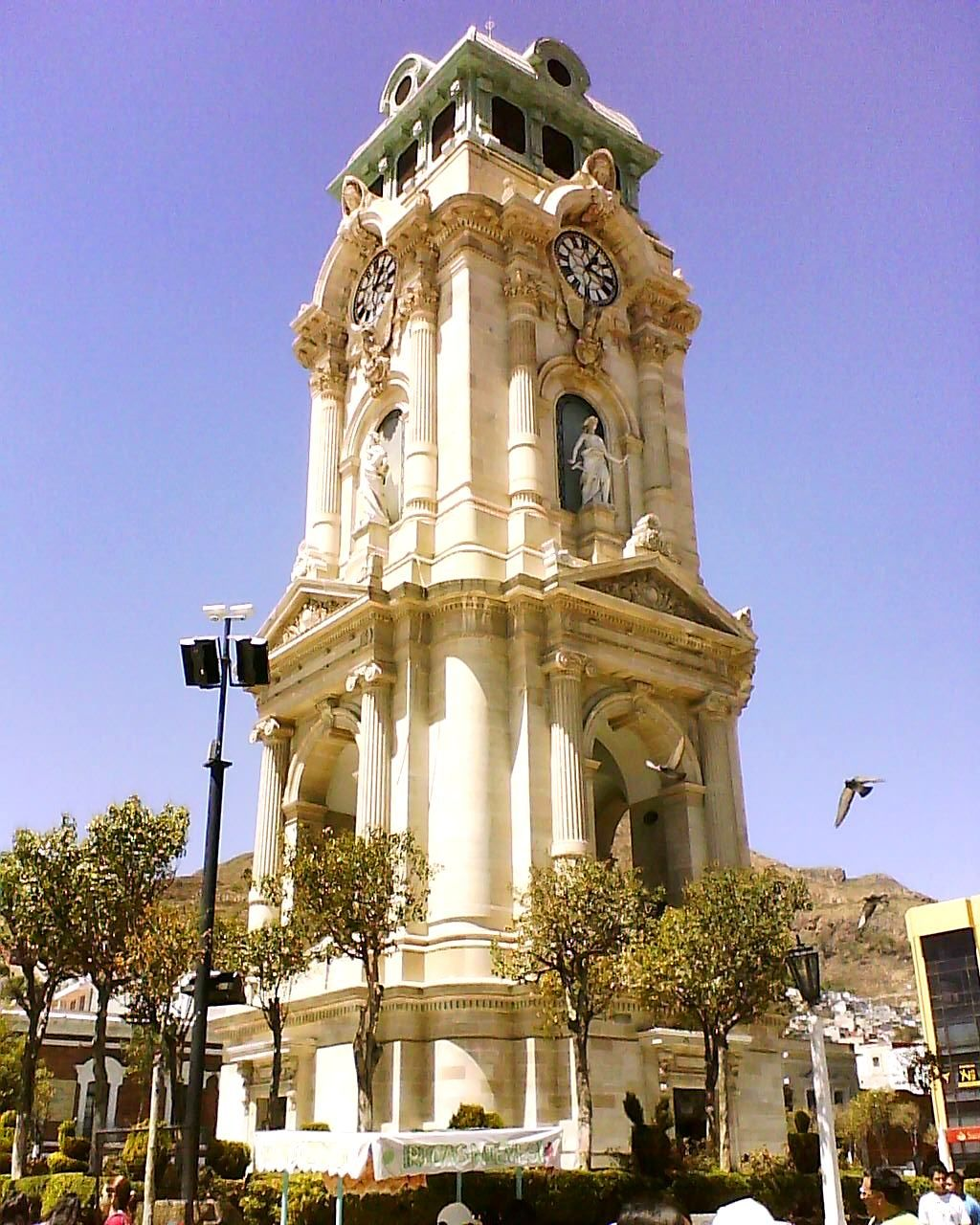 The Pachuca S Monumental Clock Is A Clock Tower 40 Meters High Located In Plaza Independencia Of The Historic Centre Of The Cit Historicas Artesanias Pachuca