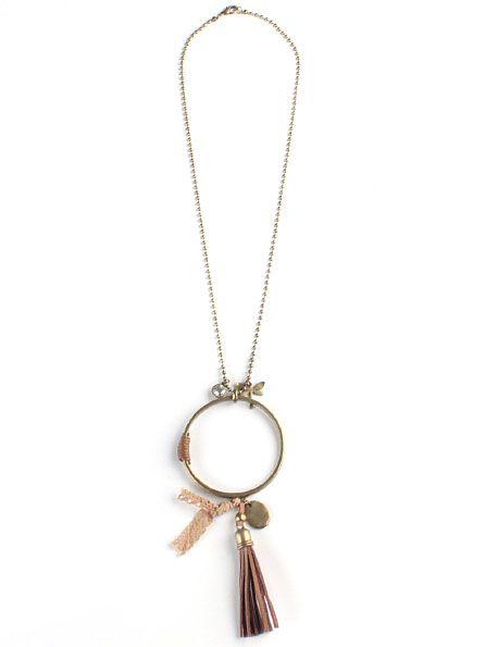 234717e97c5d Collar Atrapasueños Marrón - Collar largo de cadena con diferentes  abalorios de color marrón. Cierre de mosquetón. Pulsera perteneciente a la  colección de ...