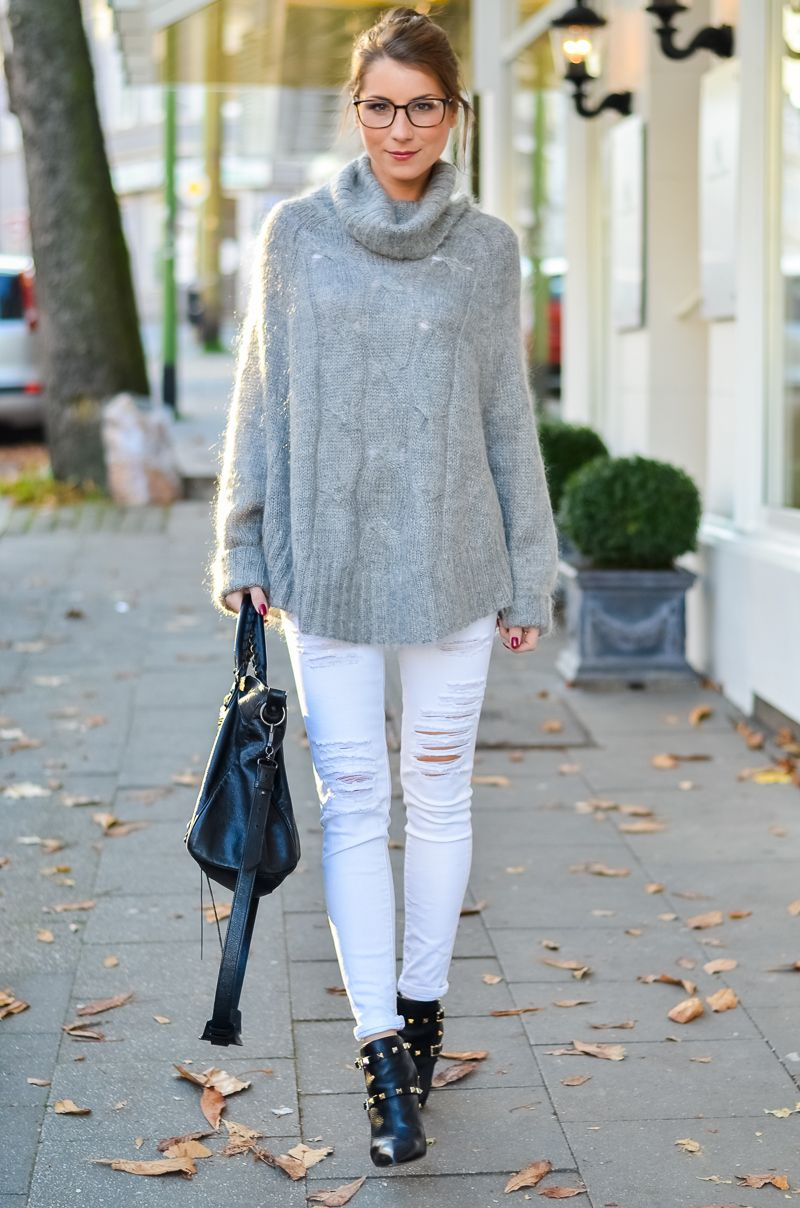 outfit cozy days kuscheliger poncho pullover weisse jeans balenciaga bag ponchos and. Black Bedroom Furniture Sets. Home Design Ideas