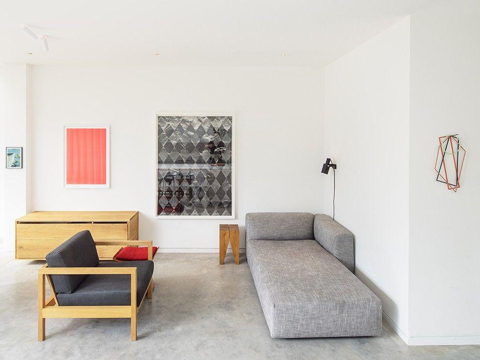 Wasserbrunnen Wohnzimmer ~ Reduziertes wohnzimmer mit boden aus sicht estrich estrich