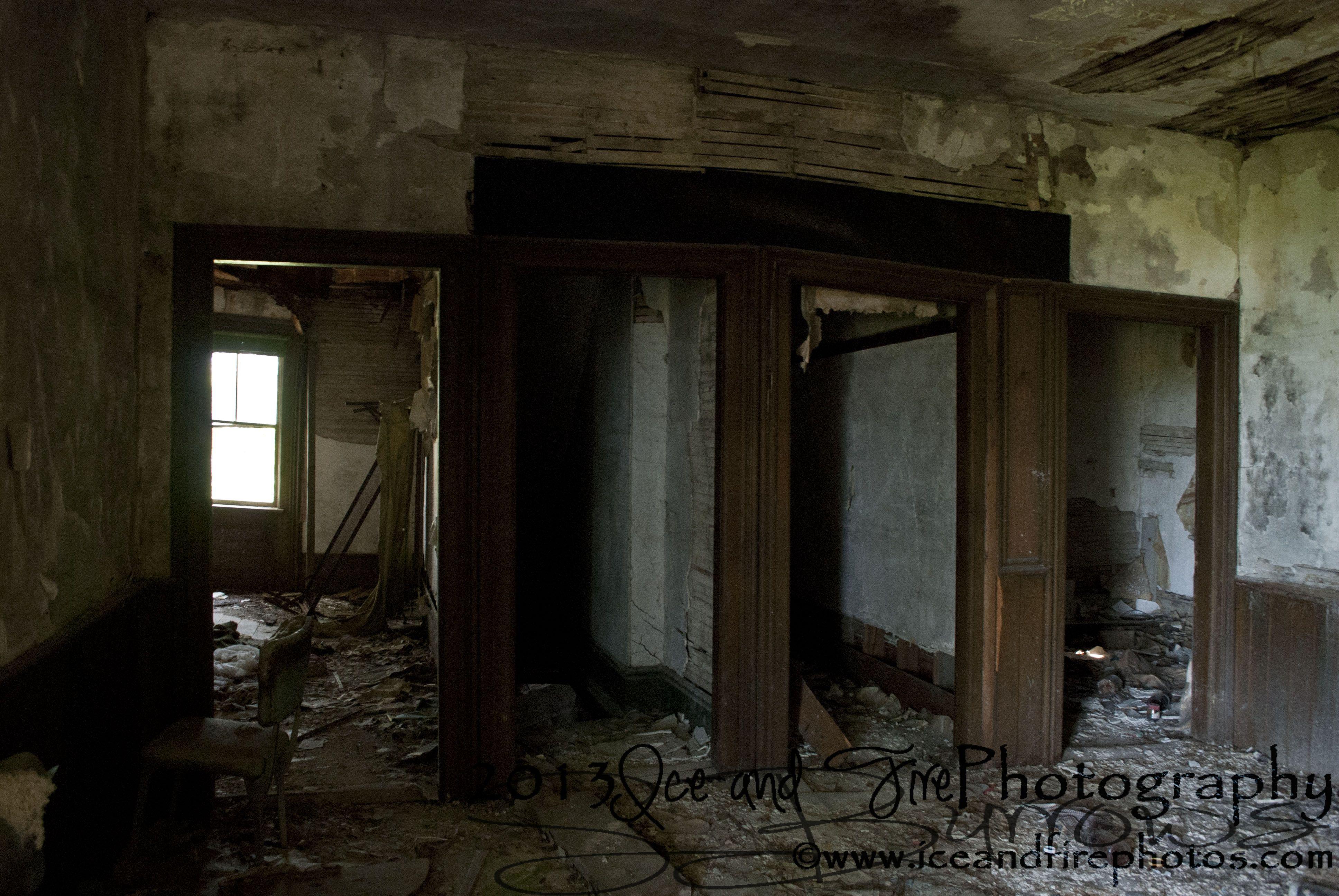 An old abandoned house Kirkfield, Ontario.  iceandfirephotos.com Facebook.com/iceandfirephotos