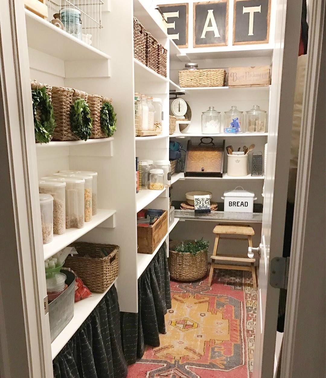 Кладовая на кухне фото