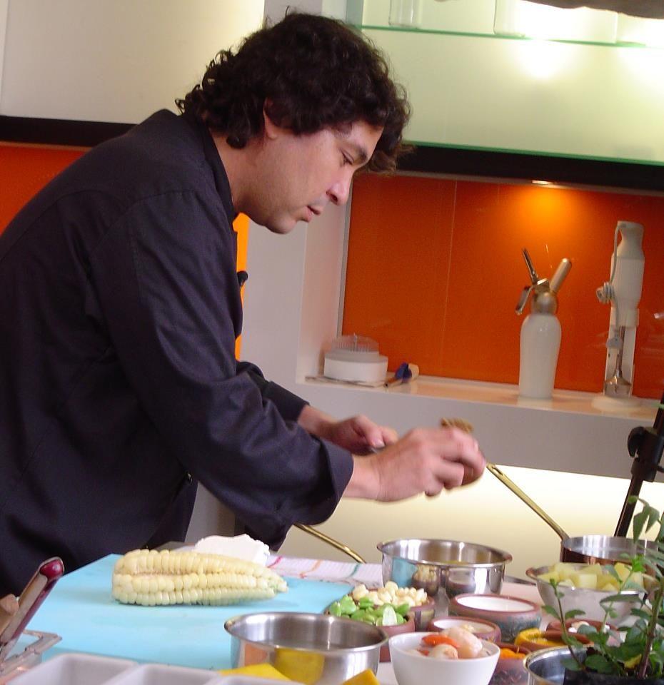 Todos los peruanos tenemos una receta secreta, un ingrediente estrella o algún detalle al momento de cocinar que hace únicos nuestros platos.    ¿Cuál es tu secreto en la cocina?