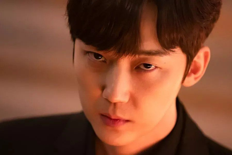 """Yoon Jong Hoon Taps Into His Dark Side For """"The Penthouse 2"""""""