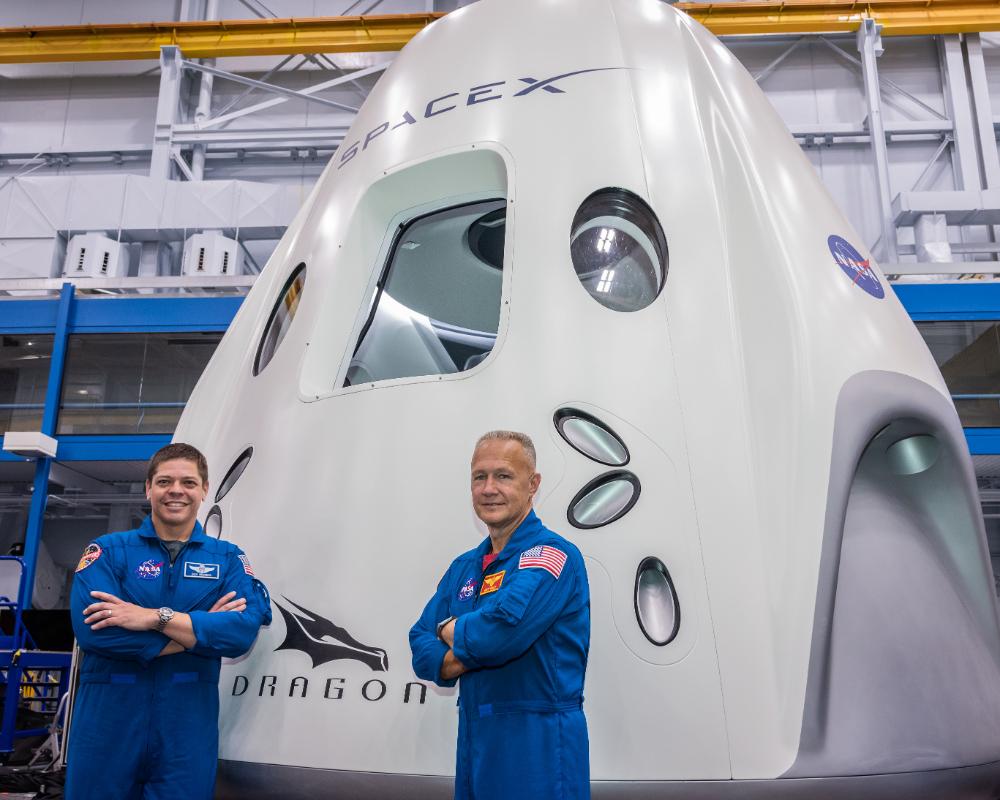 Dragon Shuttle With Astronauts Nasa Spacex Spacex Nasa Astronauts