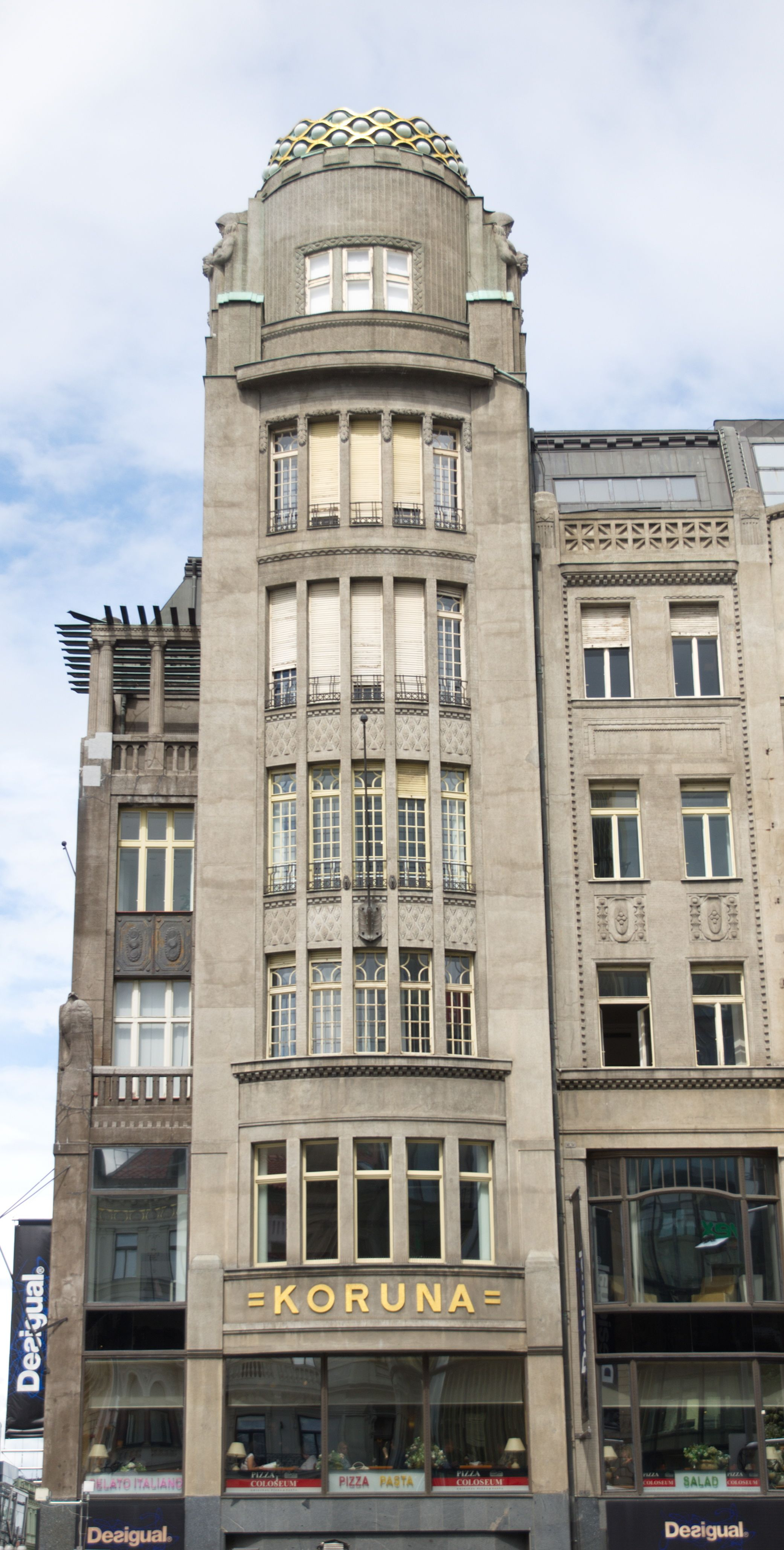 The palace koruna in late art nouveau style wenceslas for Quirky hotels prague