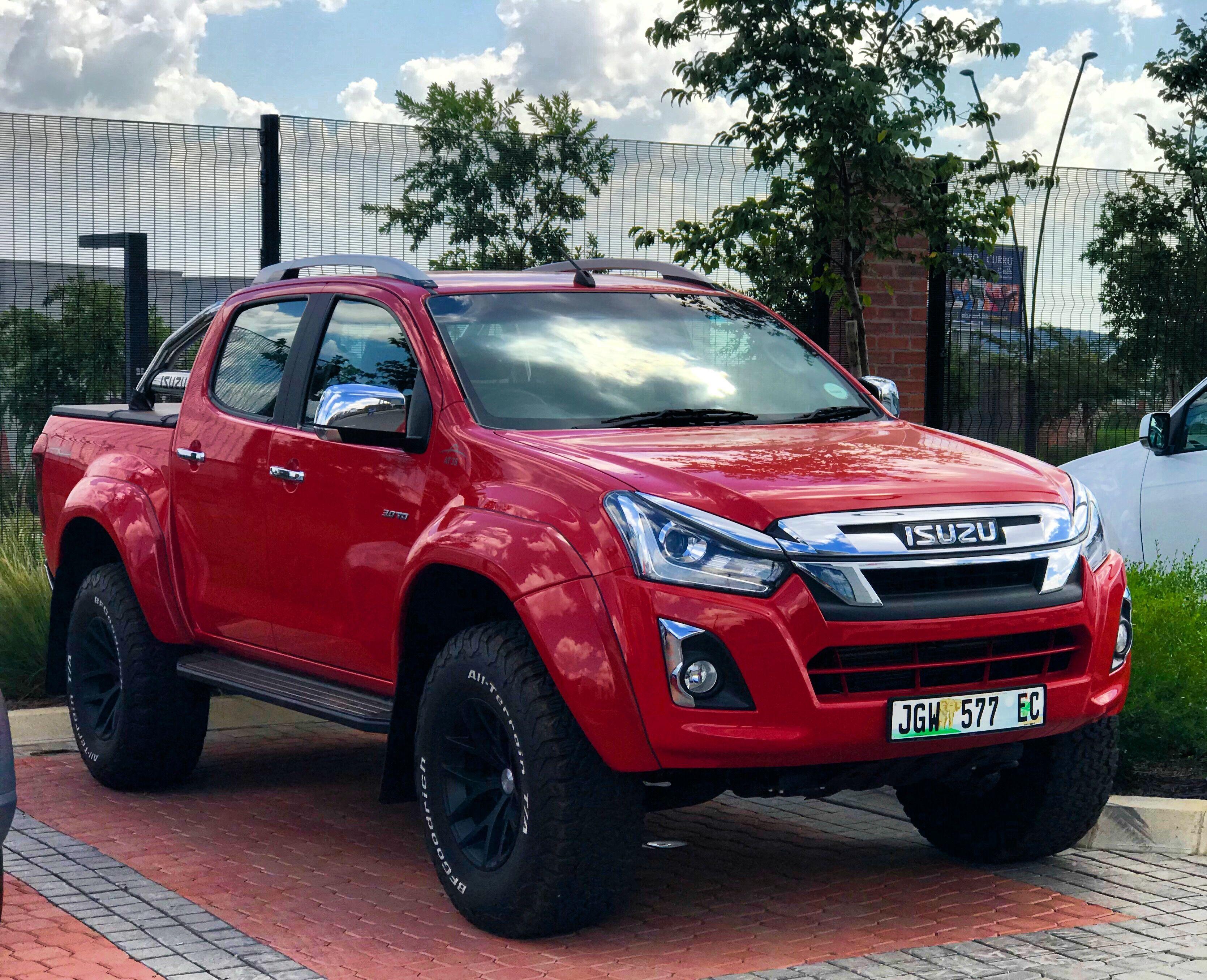 New Isuzu Limited Edition D Max Arctic At 35 Coming In May Khulekani On Wheels Isuzu D Max Ford Gt Lowered Trucks