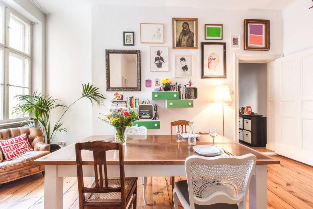Einrichtungsideen fürs Ess-/Wohnzimmer mit Fotowand und Esstisch