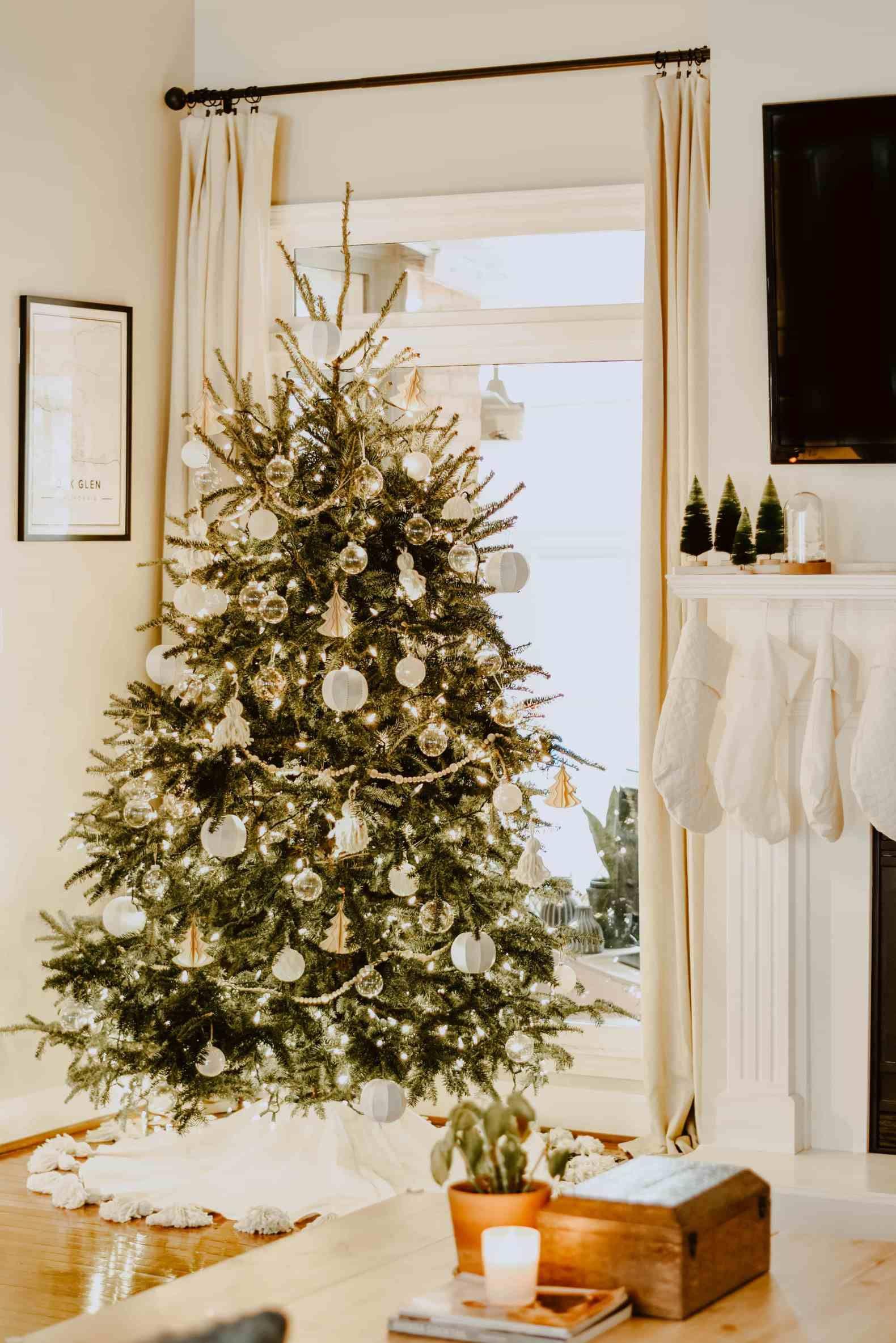 DIY Tasseled Tree Skirt for a Simple Christmas Tree ...