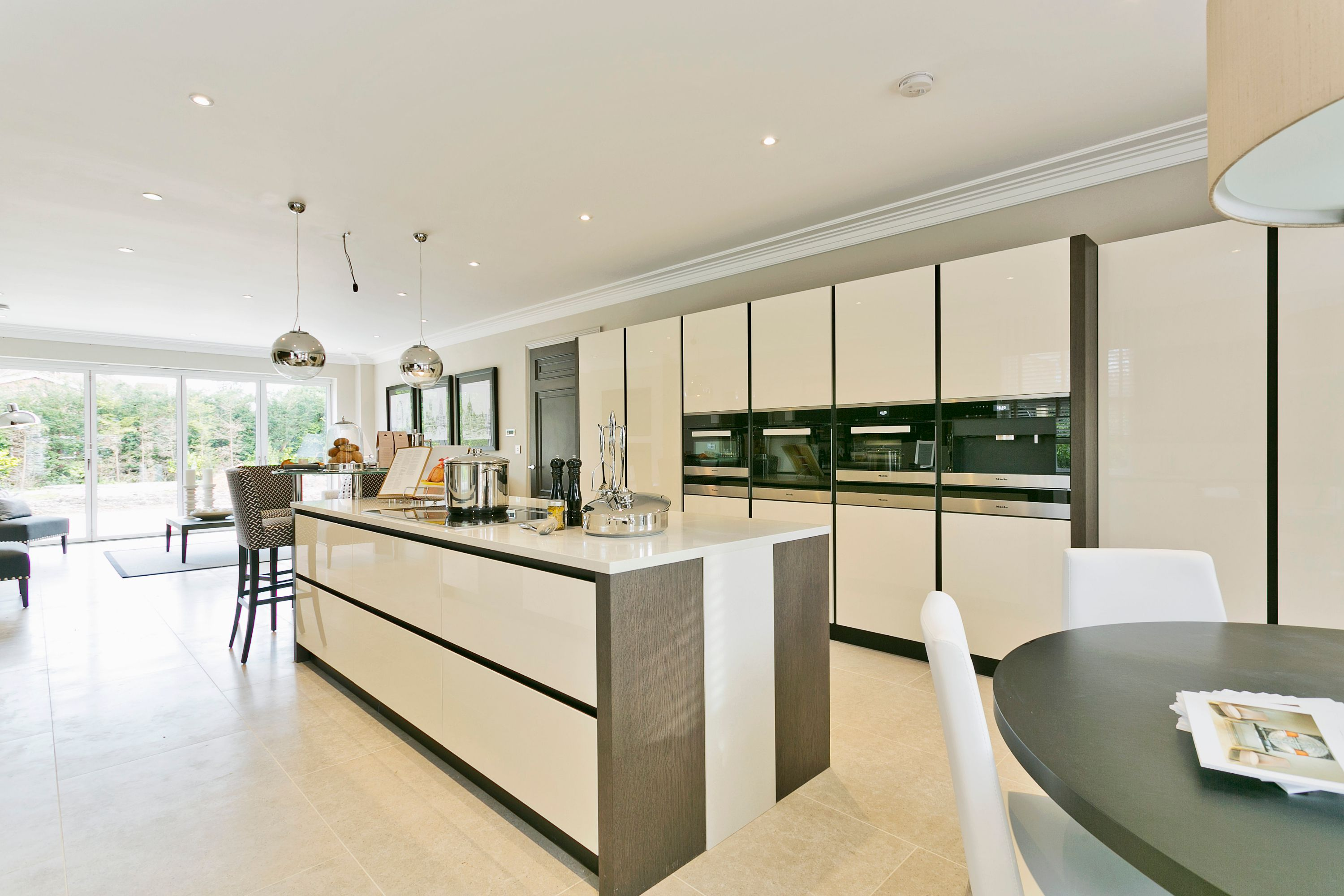 This light & airy open plan kitchen has strong lines