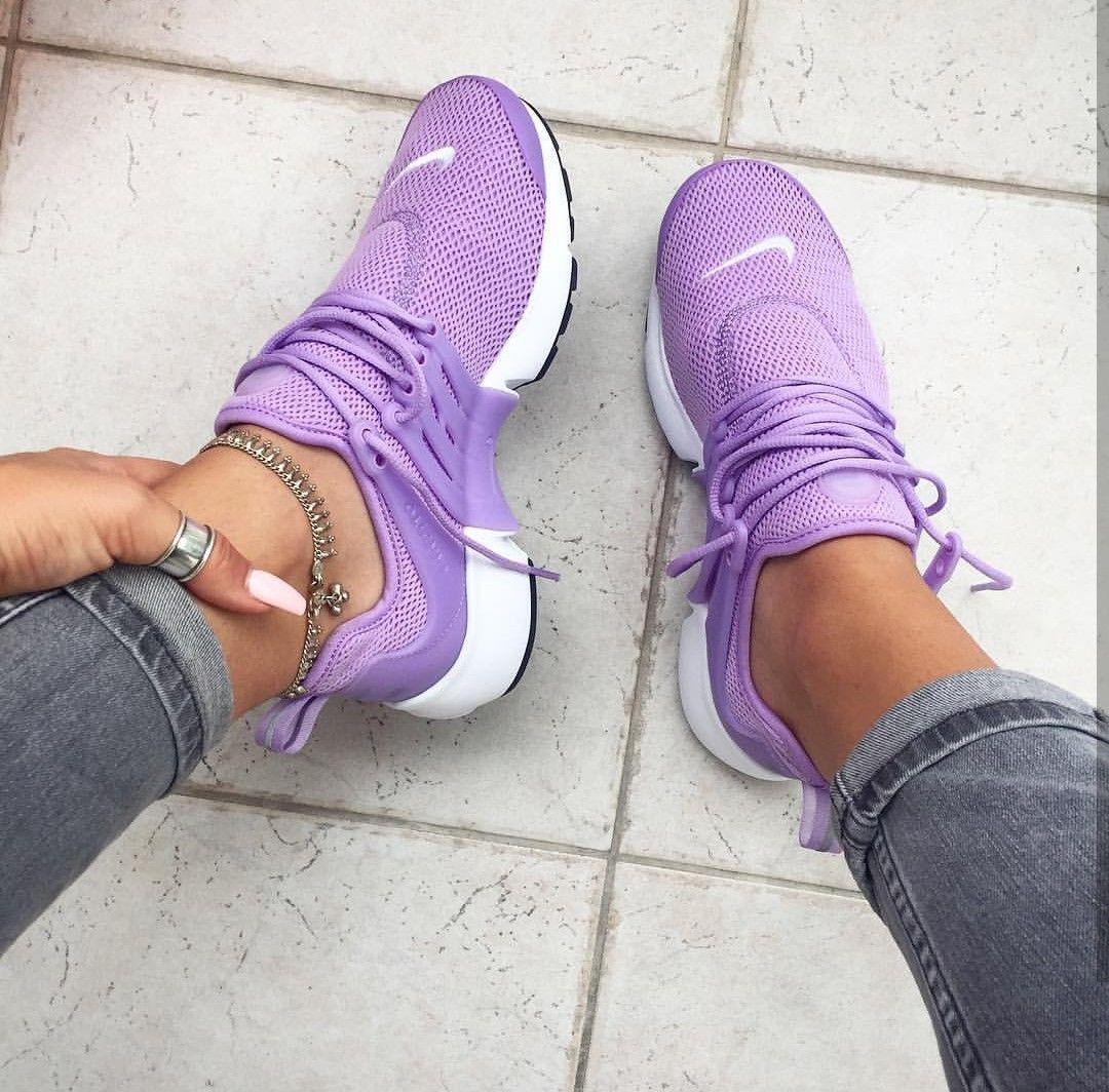 Nike Air Presto in lila/mauve // Foto