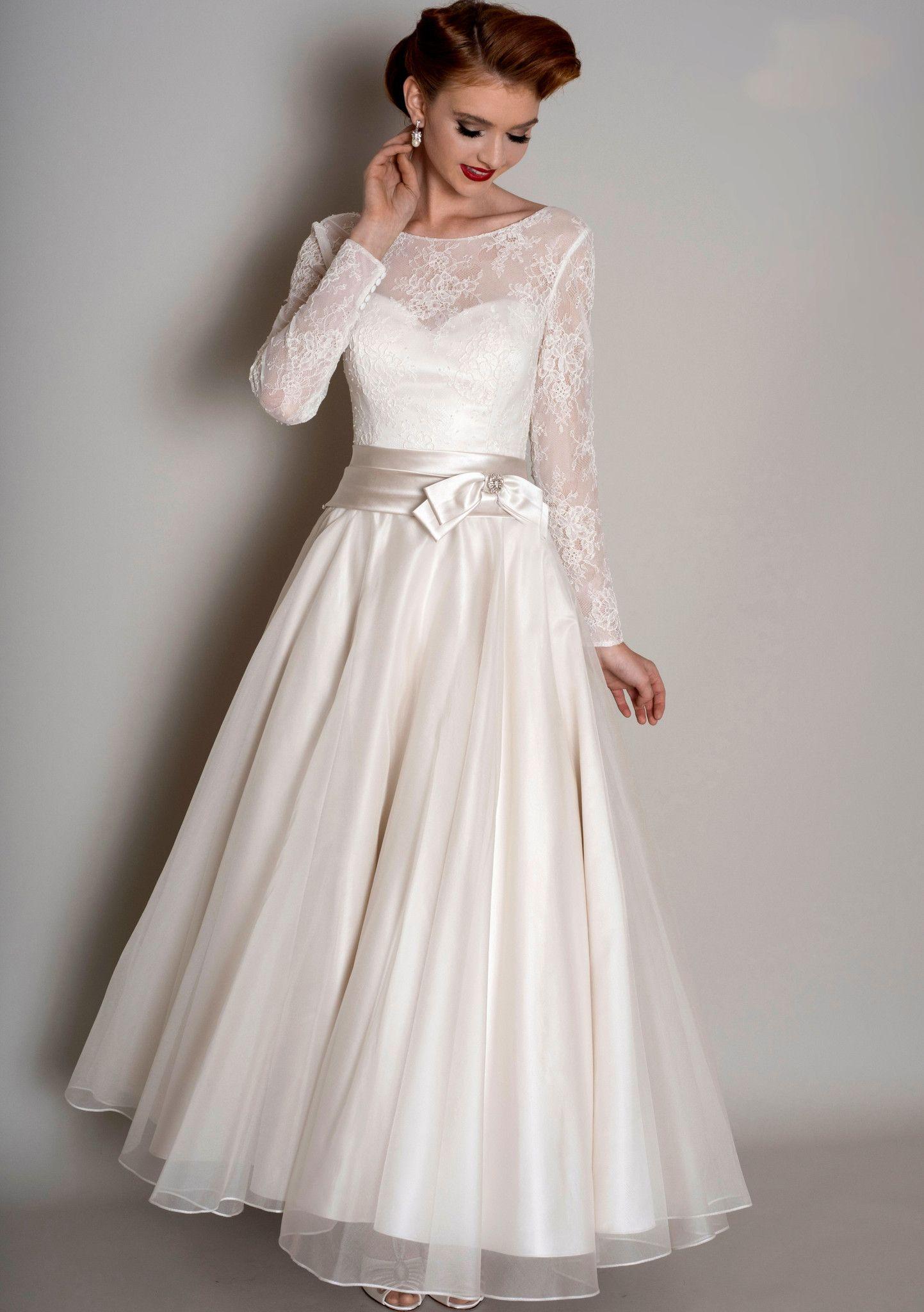 1950 wedding dress  Afficher luimage duorigine  Kanten trouwjurken  Pinterest  Tea