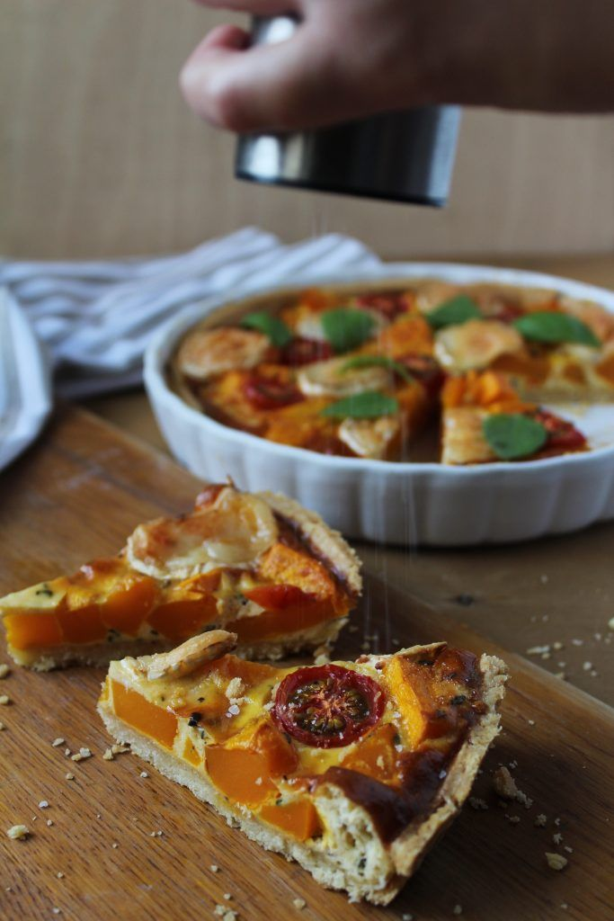 Quiche with pumpkin, goats cheese, tomatoes and thyme. Recipe is up on the blog :) http://www.foodandappetite.com/