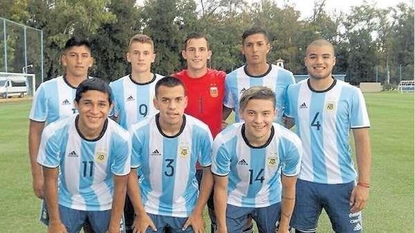El Sub 17 arranca el camino en el Sudamericano con la ilusión de estar en India  Se renueva la ilusión: Argentina debuta -a las 20 por TyC Sports- ante Venezuela por la primera fecha del Grupo B del Sudamericano Sub-17 que se dis... http://sientemendoza.com/2017/02/24/el-sub-17-arranca-el-camino-en-el-sudamericano-con-la-ilusion-de-estar-en-india/