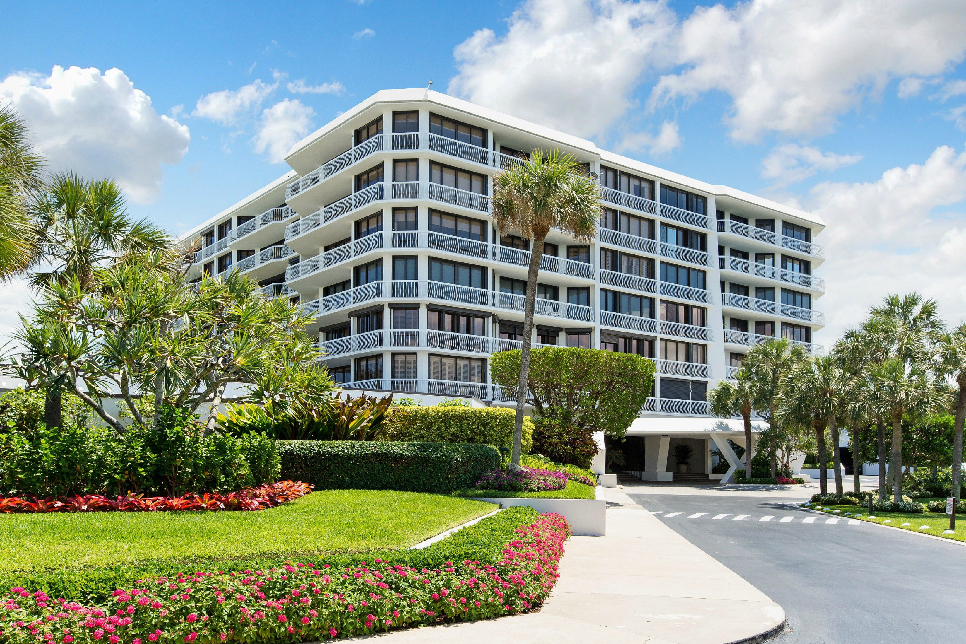 Sloans Curve One Of Palm Beach S Finest Full Service Buildings Directly On The Ocean Palm Beach Real Estate Luxury Real Estate Palm Beach Real Estate