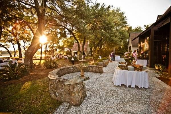 Tara matts southern wedding on the river wedding designs riveroaks a distinctive wedding design team and an unmatched venue on the river and under junglespirit Images