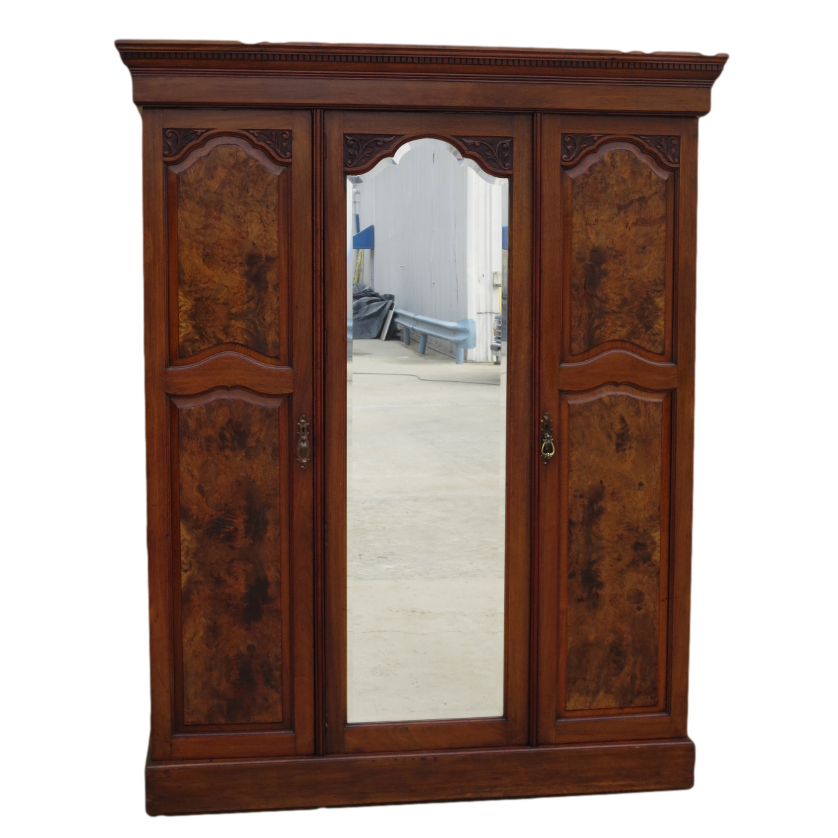 Merveilleux English Antique Armoire Antique Wardrobe Antique Furniture