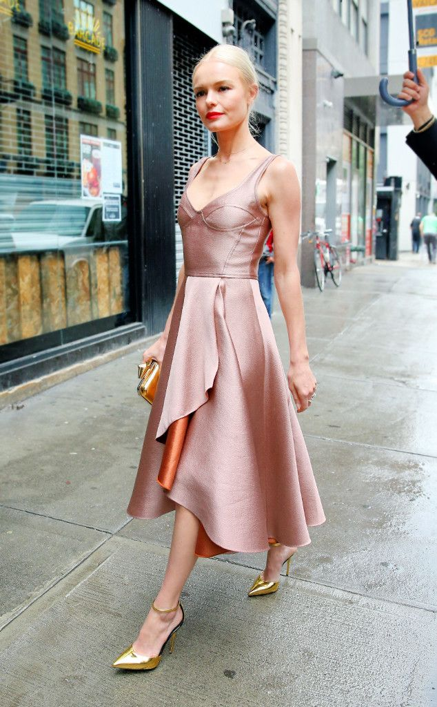 acab4d6d63 Kate Bosworth s bronze dress with gold pumps and clutch are amazing!