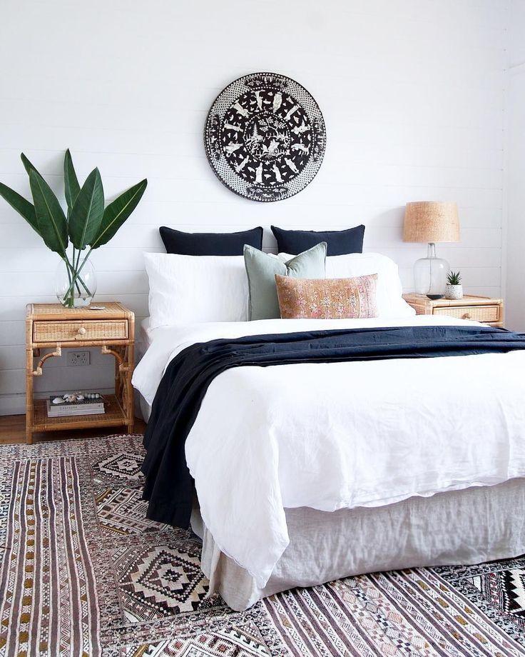 52 Cheap Winter Decor Ideas for Your Apartment - apartment.modella.club #modernfarmhousebedroom